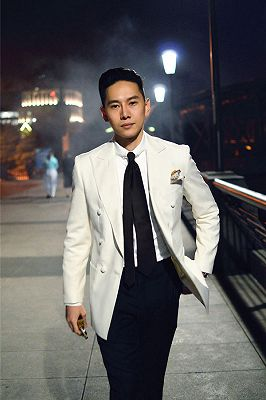 Modern Double Breasted Wedding Suits for Groom | Black and White Mens Suits_1